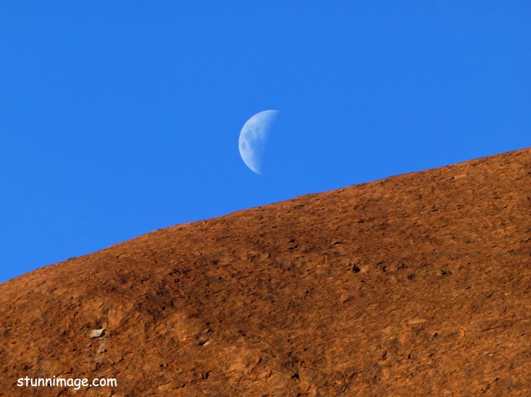 moon rise over ularu.jpg